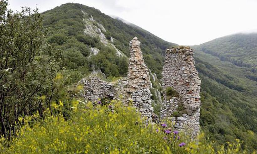 Руины замка Острый Камень.